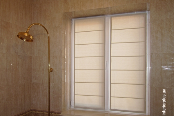 Рулонные-римские-шторы-в-ванную