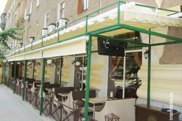 наружные-рулонные-шторы-для-ресторана