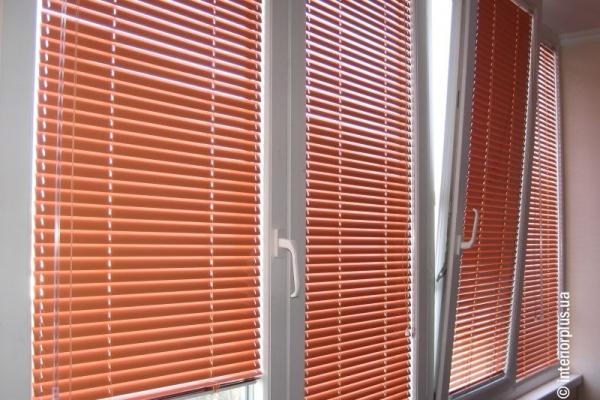 жалюзи-на-пластиковые-окна